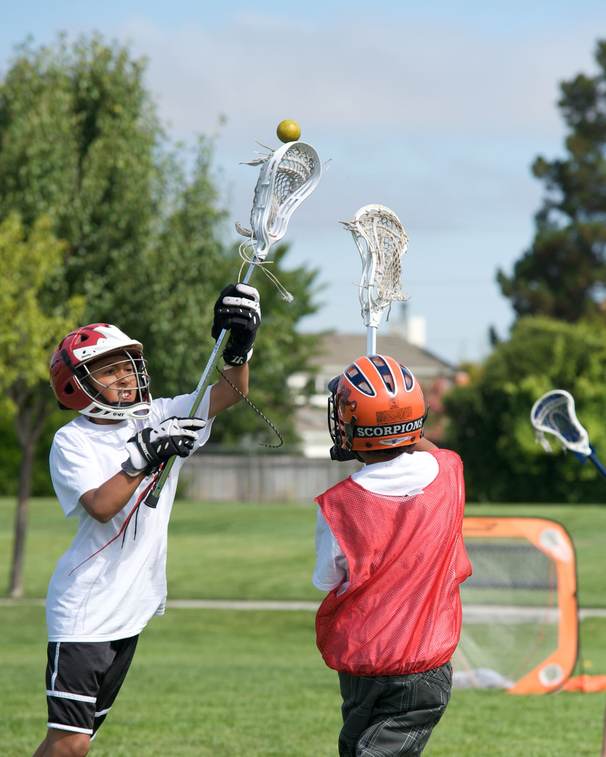 lacrosse passing the ball